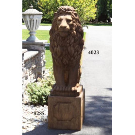 Jalusta Isolle eläinpatsas Leijonalle,  Pedestal Grandessa Sitting Lion