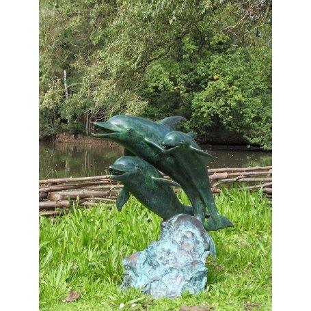 Pronssinen allaskoriste patsas Delfiinihyppy