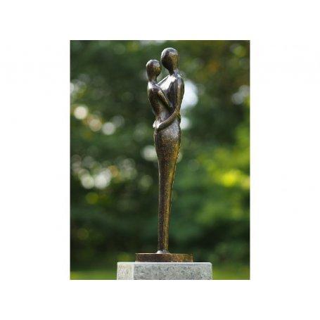 """Pronssinen moderni patsas """"Sylikkäin"""""""